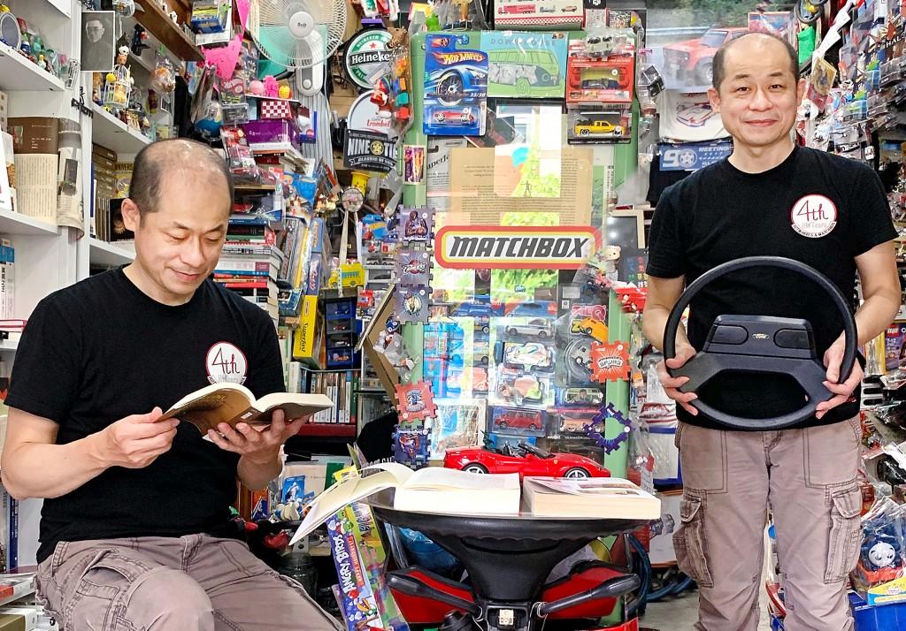 唐恩書店創辦人李明燦將理想結合現實,一邊賣科普書,一邊賣玩具車。