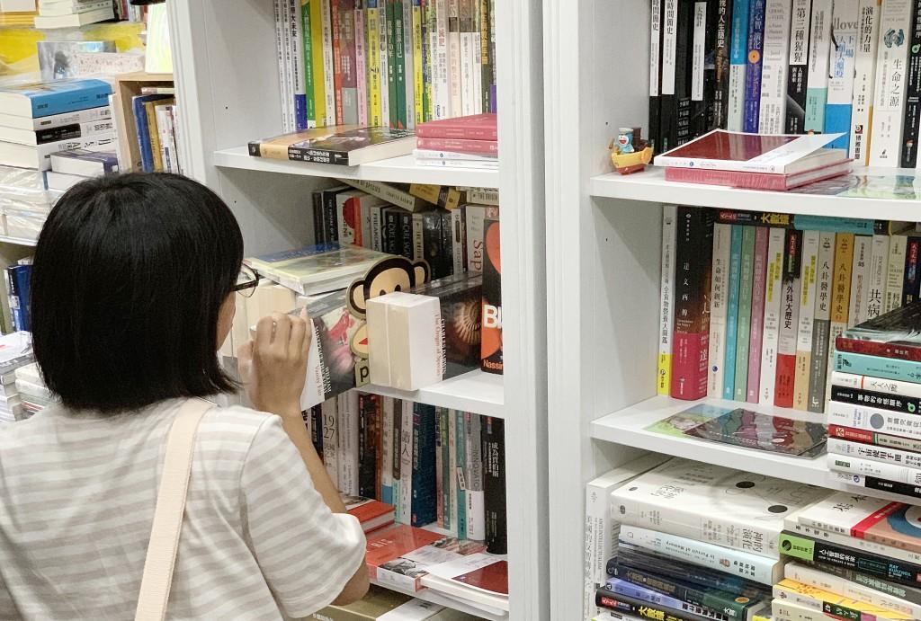 開書店希望找到相同頻率,喜歡閱讀科普的人。
