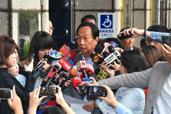 Terry Gou interviewed by media on Tuesday (Nov. 5). (CNA photo)