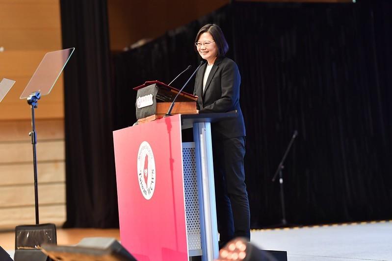 總統蔡英文5日赴高雄出席第四屆世界婦女庇護安置大會(照片來源:總統府提供)