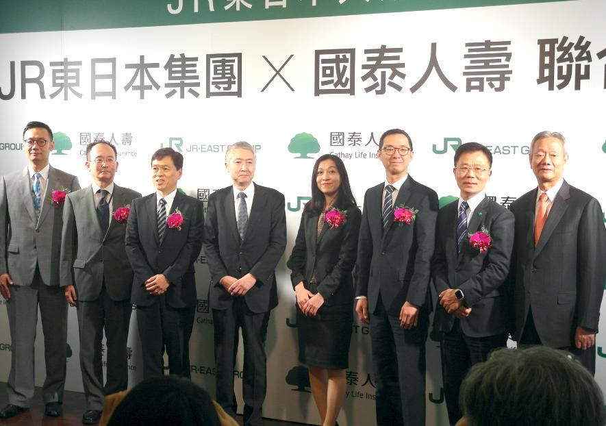 JR東日本將進軍台灣打造豪華五星飯店,貴賓於今(6)日發表記者會上合影(圖/Lyla Liu)