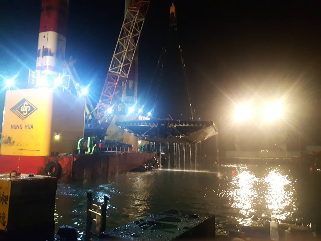 The removal of debris from the Nanfang'ao Bridge was completed Tuesday November 5.