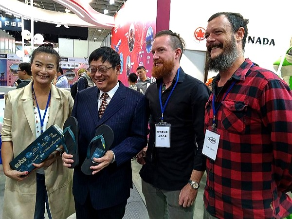 Justin and Andrew Lambie at 2019 Taipei International Travel Fair. (CNA photo)