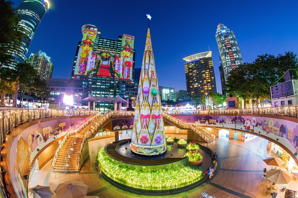 Main tree at Christmasland. (New Taipei City Government photo)