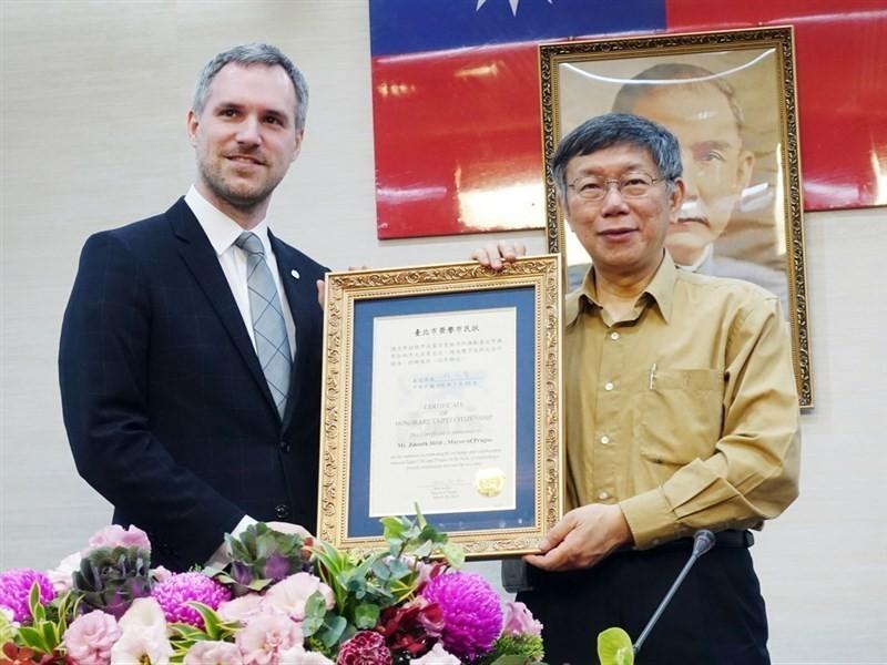 Prague Mayor Zdenek Hrib (Left) and Taipei Mayor Ko Wen-je.