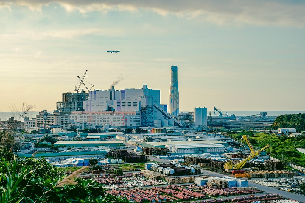 Linkou (林口) coal-fired power plant, New Taipei City. Flickr photo.