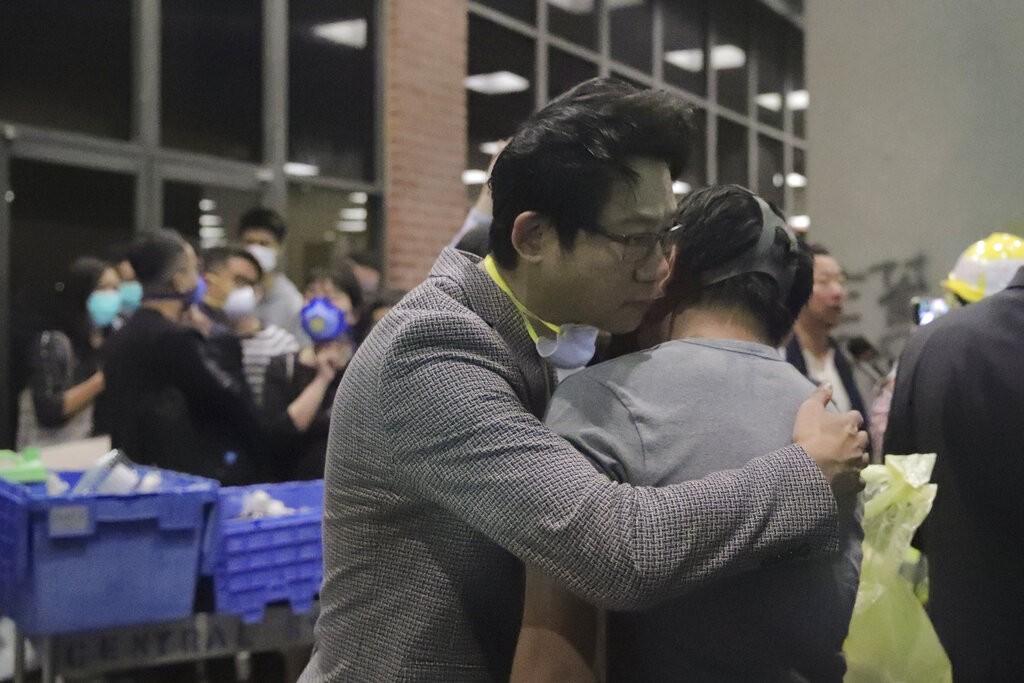 【更新】香港理工大學遭圍城6日 神秘廚師嗆聲:煮飯也算暴動?!