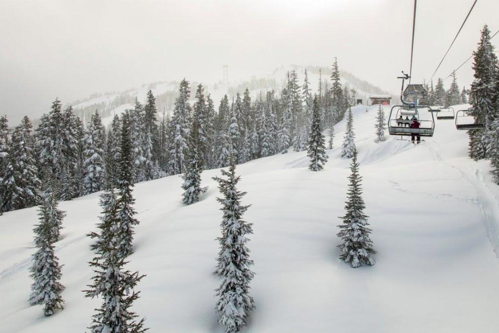TripAdvisor公佈日本、加拿大熱門滑雪勝地,圖為加拿大惠斯勒的黑梳山(圖/TripAdvisor 提供)