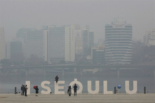 Polluted air in Seoul in March 2015.