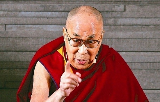 Dalai Lama gives speech in New Delhi, India. (AP photo)