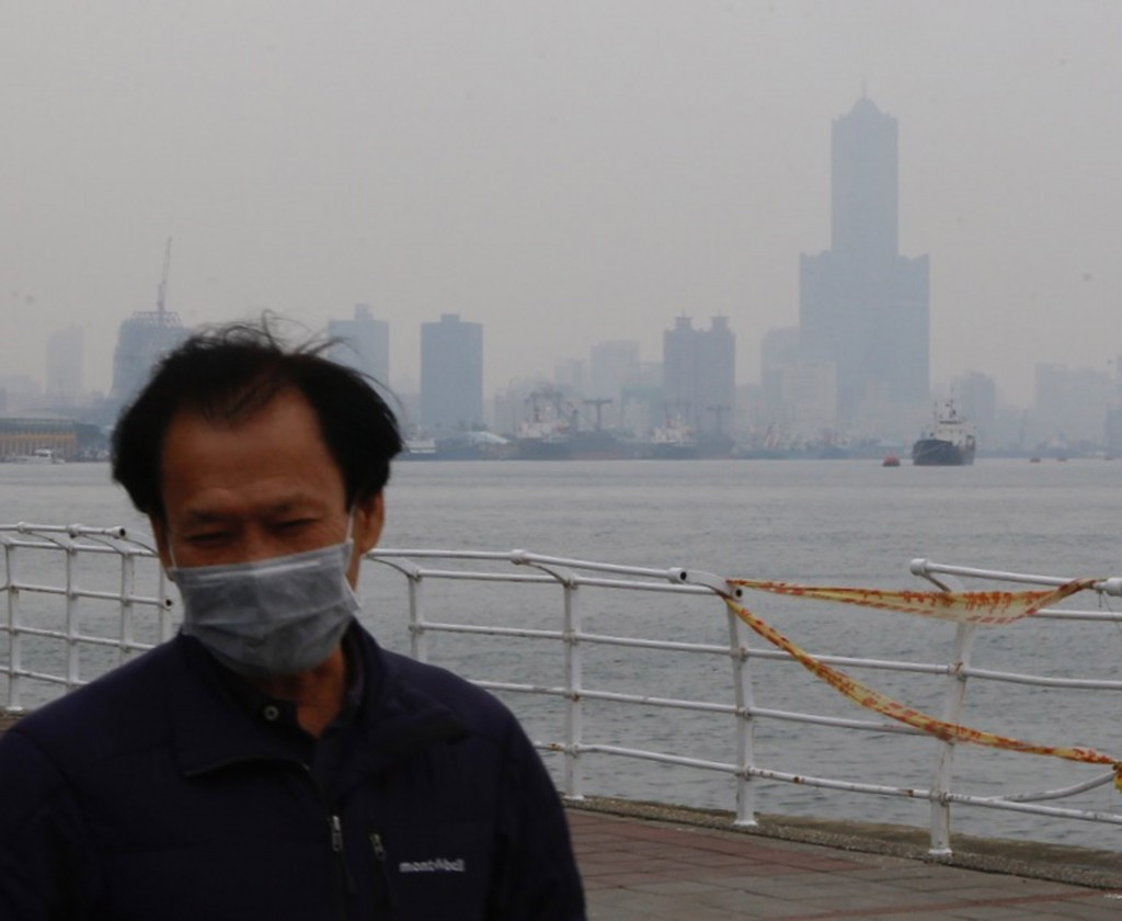 Man wears a surgical mask on a polluted day in Kaohsiung.