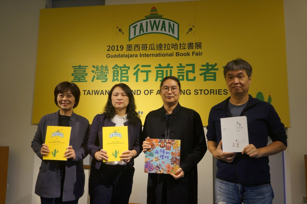 Ma Lai (second from right) and Sean Chuang (first right) to attend book fair in Mexico.