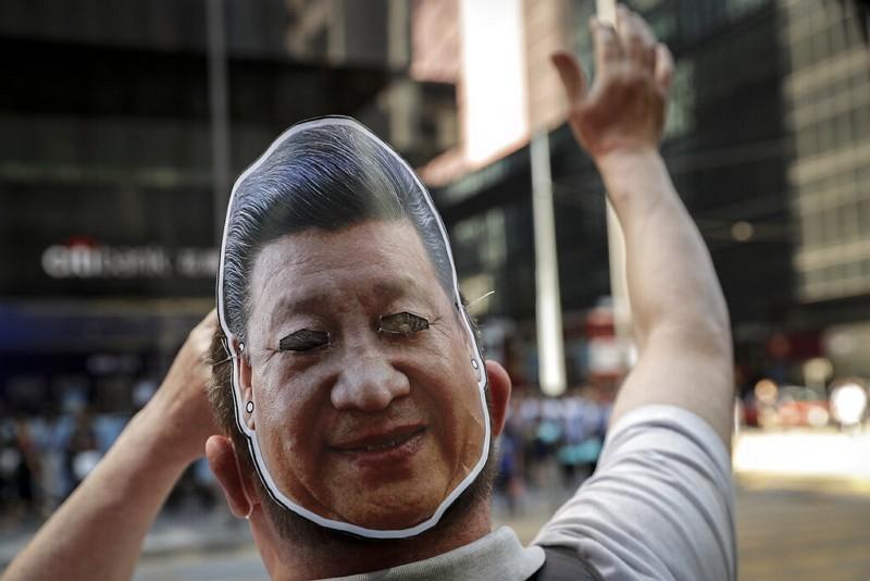 戴習近平面具的香港示威者(圖/美聯社)