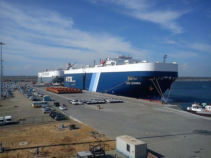 圖為船隻停靠在赫班托達港。(圖取自維基共享資源,作者Deneth17 ,CC BY-SA 3.0/ 中央社)