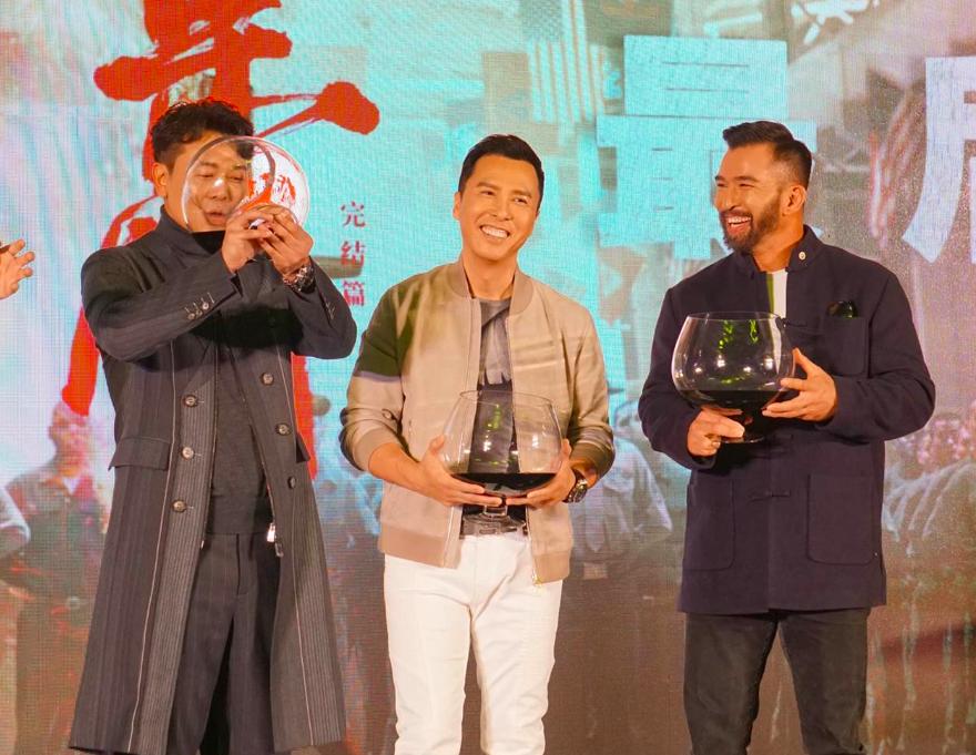 葉問四宣傳記者會上,左起:吳樾、甄子丹、高戰合影(圖/電影公司)