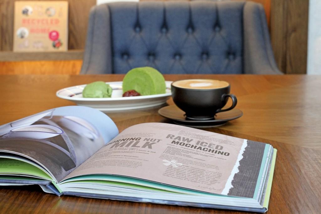 結合Book and Café的理念,讓消費者在實體店同時能閱讀書籍又能品嘗咖啡。