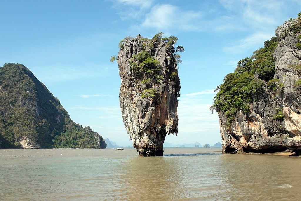 Phangnga Bay in Southern Thailand (photo by Wolfgang Holzem).