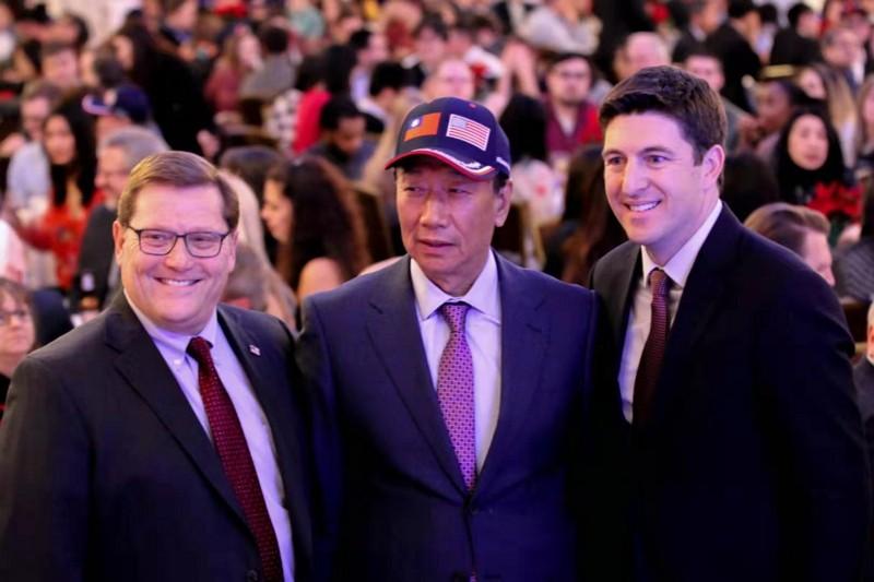 郭台銘赴威斯康辛州與員工、當地領袖同歡