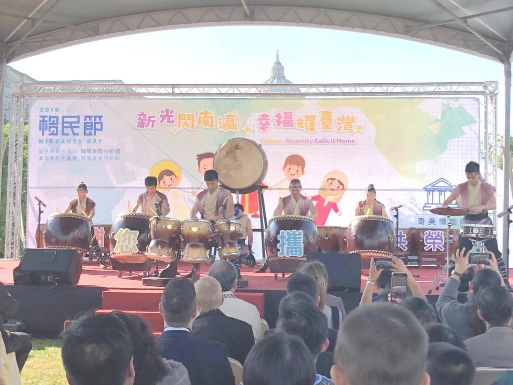 活動由「十鼓擊樂團」開場,揭開活動序幕。