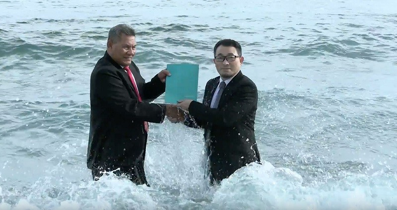 Tuvalu Prime Minister Kausea Natano (left) and Vincent Huang (Vincent Huang photo)