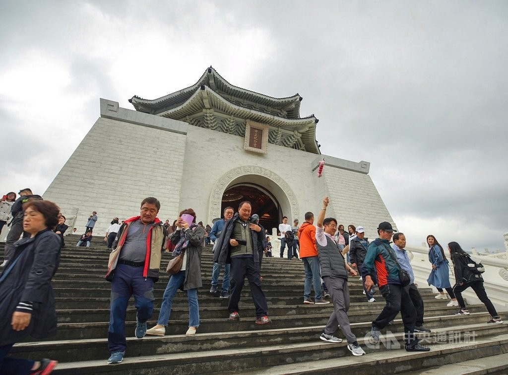 Tourists outside Chiang Kai-shek Memorial Hall in Taipei.