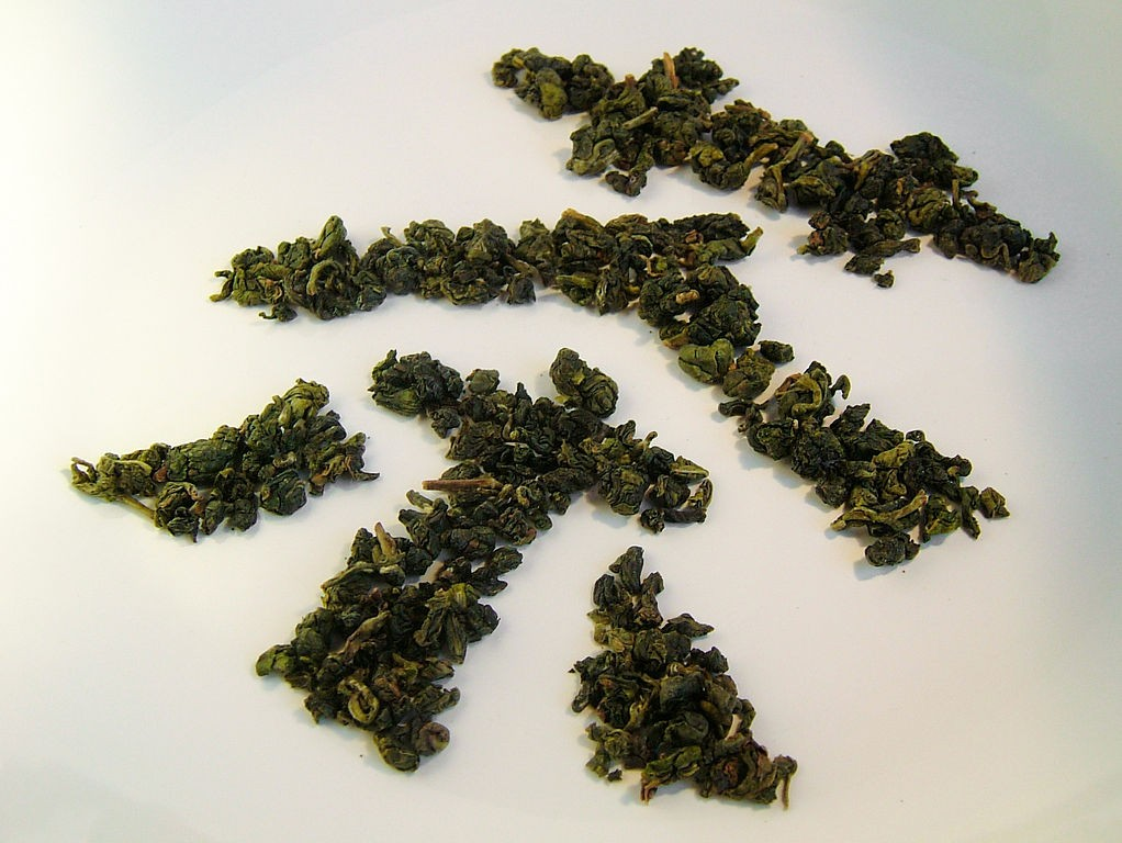 The Chinese character for tea formed by oolong tea leaves (photo by Toby Oxborrow).