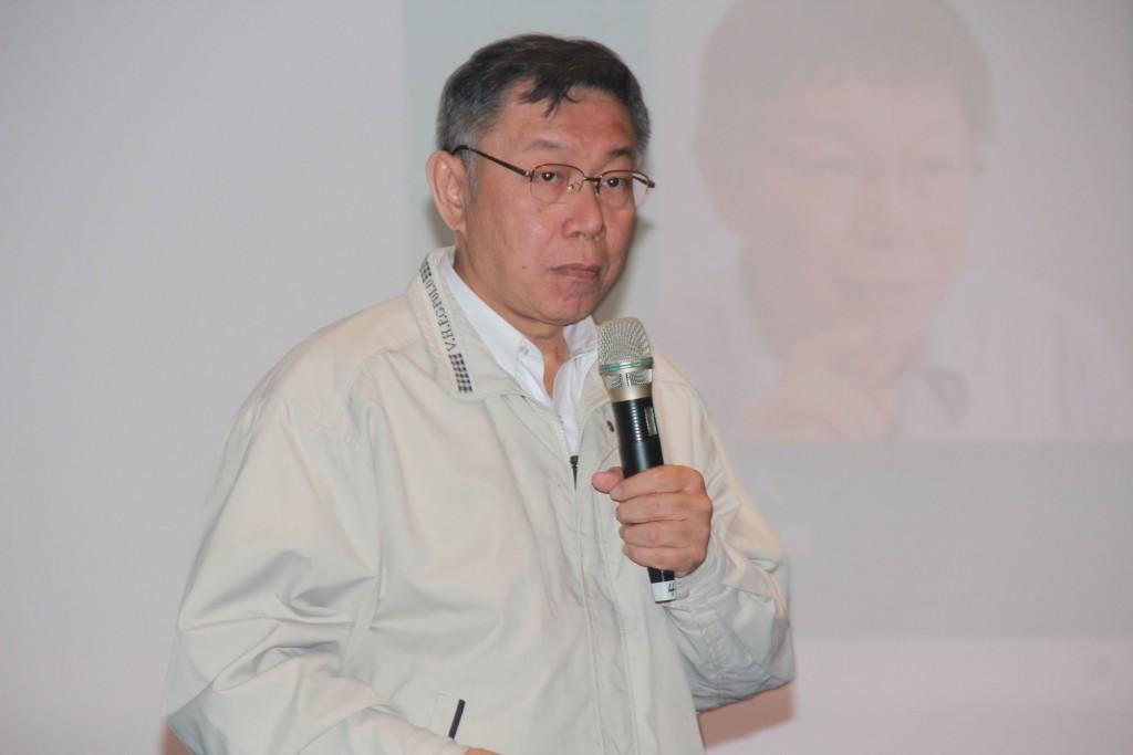 Taipei City Mayor Ko Wen-je speaking in Keelung Wednesday.