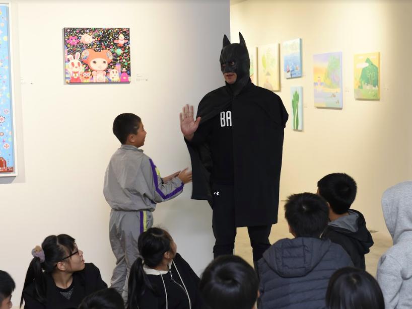 蝙蝠俠現身將現場氣氛炒熱到最高點(圖/宛儒畫廊)
