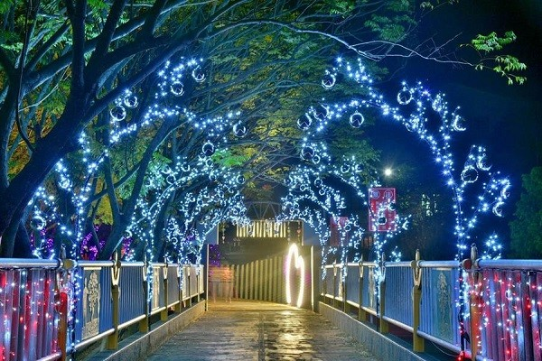 Mountain city in central Taiwan lights up