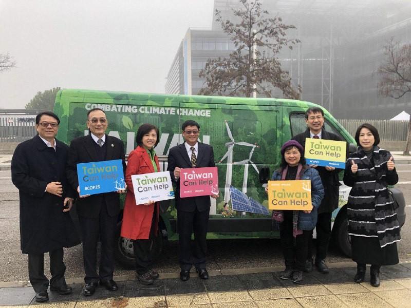 我國訪團在西班牙馬德里宣傳台灣參與聯合國氣候峰會(照片來源:外交部提供)