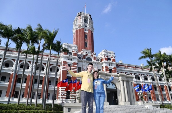 Canadian Youtubers Lukas Dean Martin and Sabrina Frances Davidson spend night at Presidential Office Building Dec. 12.