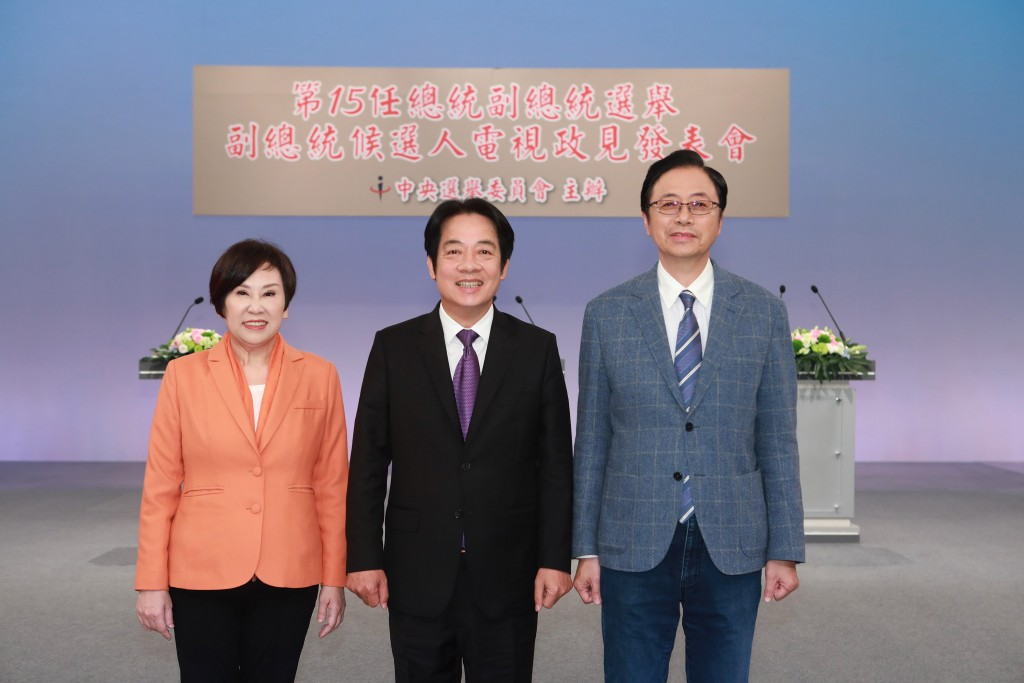 Vice presidential candidates Sandra Yu (left), William Lai (center), Simon Chang (right).