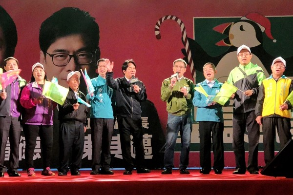 William Lai shows support for Cheng Yun-Peng at campaign rally.