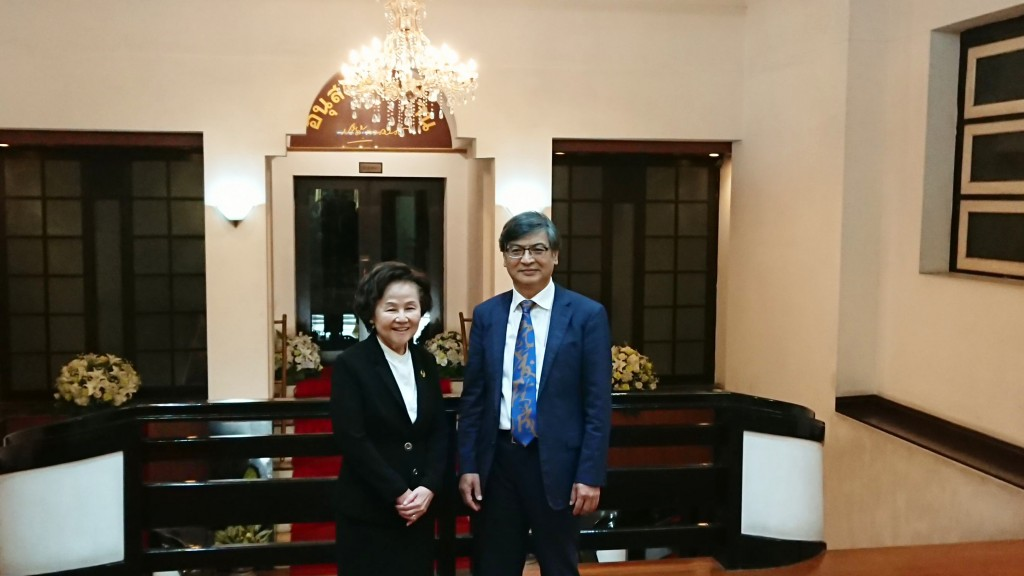 Thammasat Rector Gasinee Witoonchart (left) with NCCU President Kuo Ming-cheng. (NCCU photo)