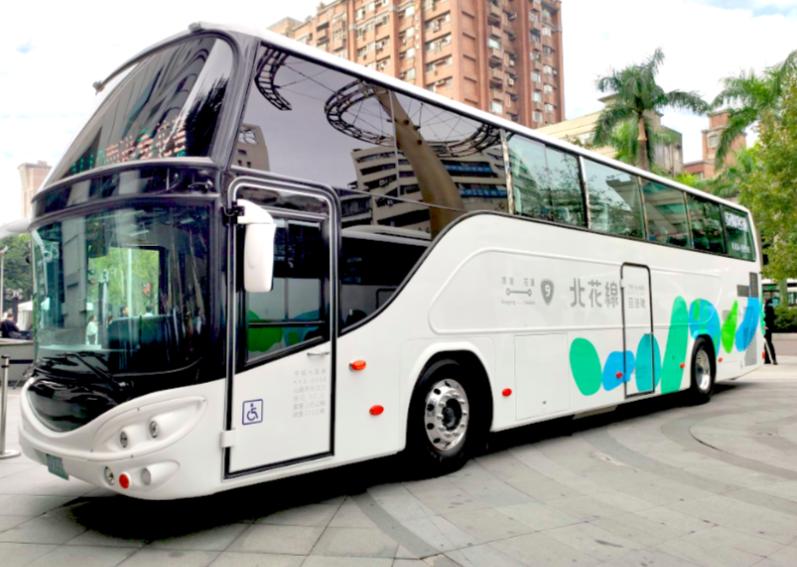 """The shuttle bus from Taipei to Hualien """"Hui Yo Hau."""" (Taiwan News photo)"""
