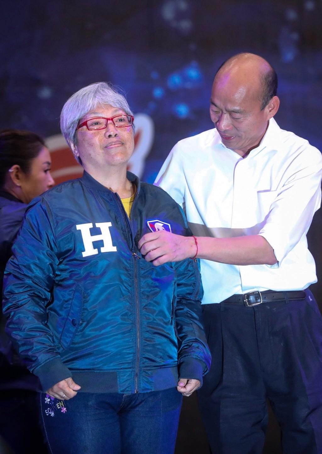 韓國瑜拍賣「原味」鋼鐵夾克 韓粉砸100萬得標