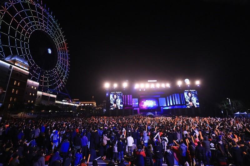 台中市政府31日晚間「Shining!嗨玩台中2020跨年狂歡夜」,活動以雙主場方式進行,后里場熱力開唱,吸引大批民眾前來。中央社