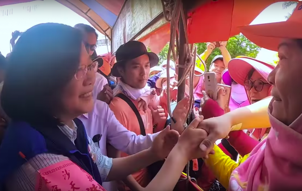 Screenshot showing Tsai Ing-wen greeting Mazu worshippers. (YouTube: Tsai Ing-wen)