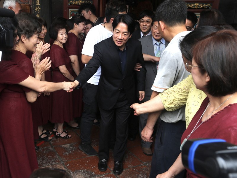 William Lai visits Baoan Temple