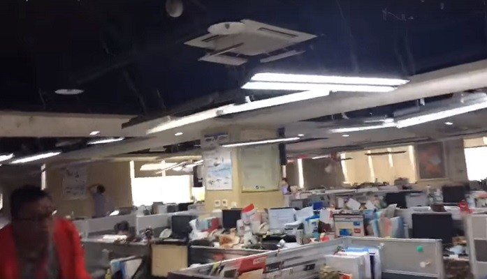 Video shows New Taipei office lights sway wil    | Taiwan News