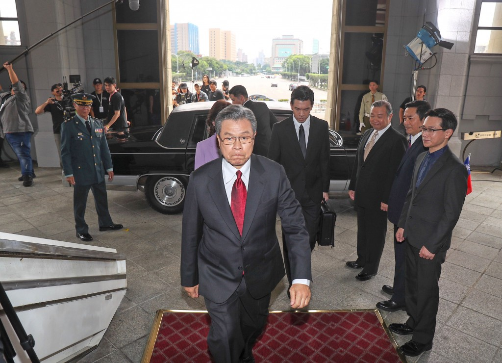 Actor Yang Lieh (center, front) enters the real Presidential Office Building for his fictional inauguration.