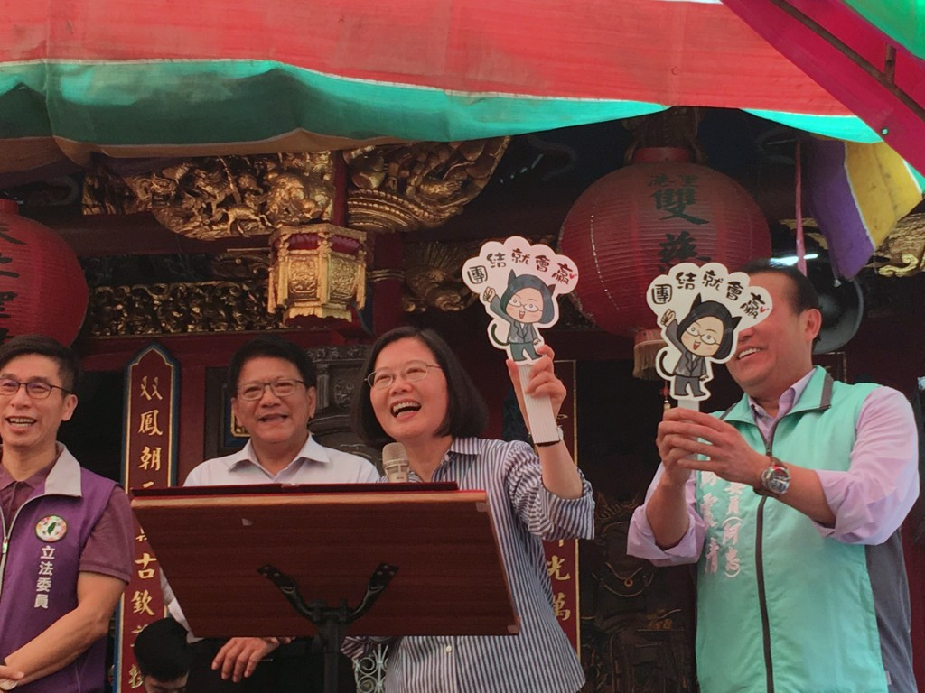 Tsai visited three religious centers in Pingtung County on Sunday alongside several DPP legislators.