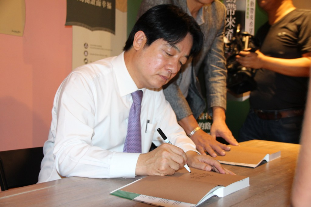 Former premier William Lai during a book signing on Sunday.