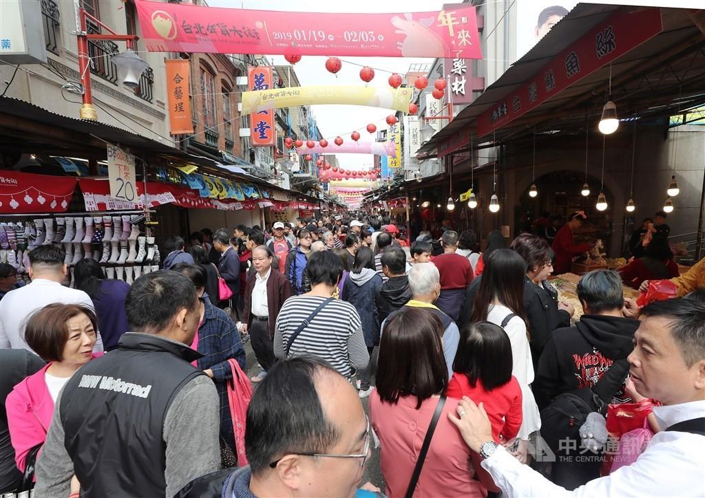 Lunar New Year shoppers on Taipei's Dihua Street.