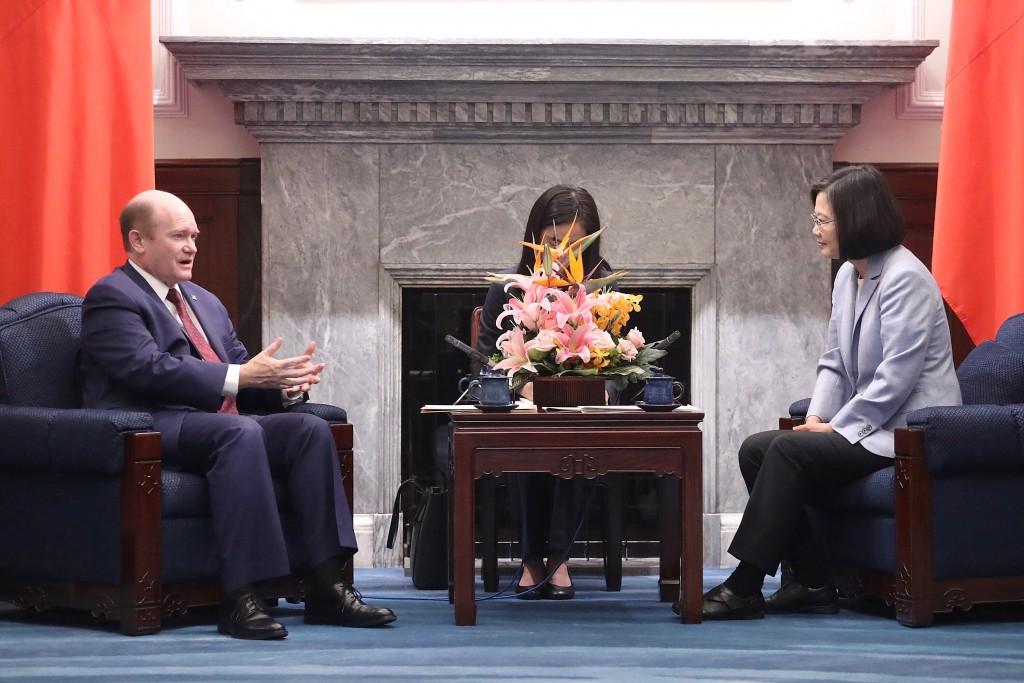 Senator Chris Coons (left) and President Tsai Ing-wen (right)