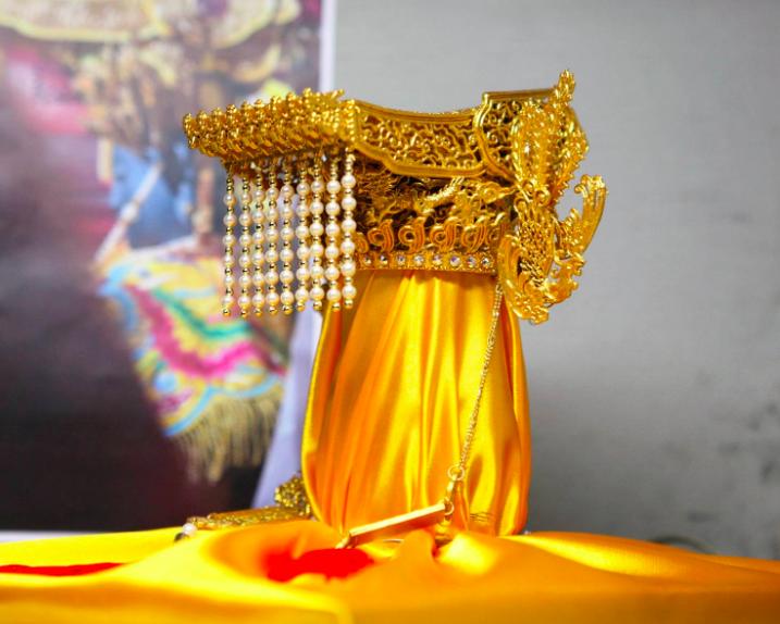 媽祖頭戴的金色平天冠由紙藝師葉永析操刀(圖/你糊了嗎臉書)