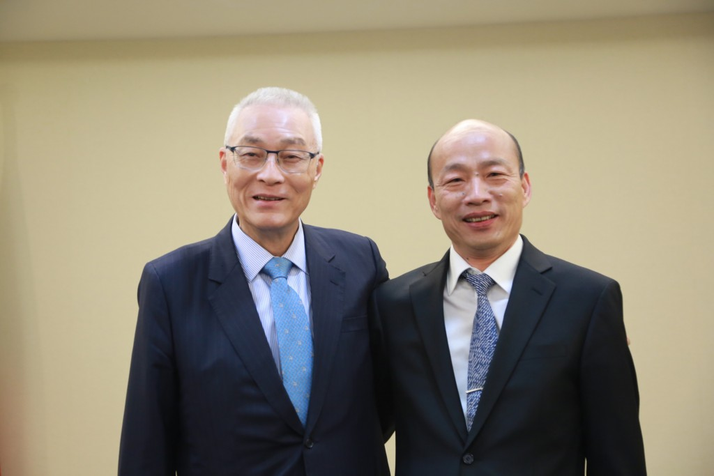 Kaohsiung Mayor Han Kuo-yu (right) visited KMT Chairman Wu Den-yih Tuesday April 30 (photo courtesy of KMT).