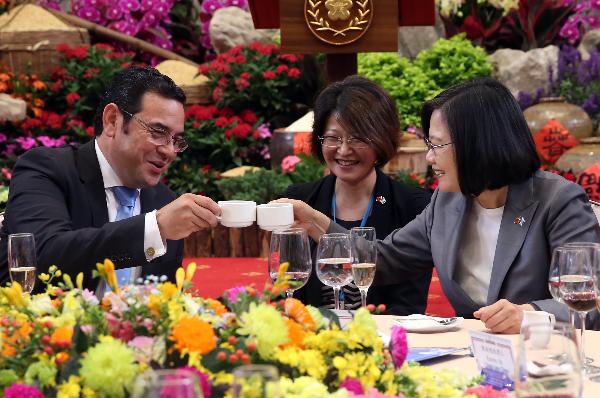 Guatemalan President Morales and President Tsai, A...
