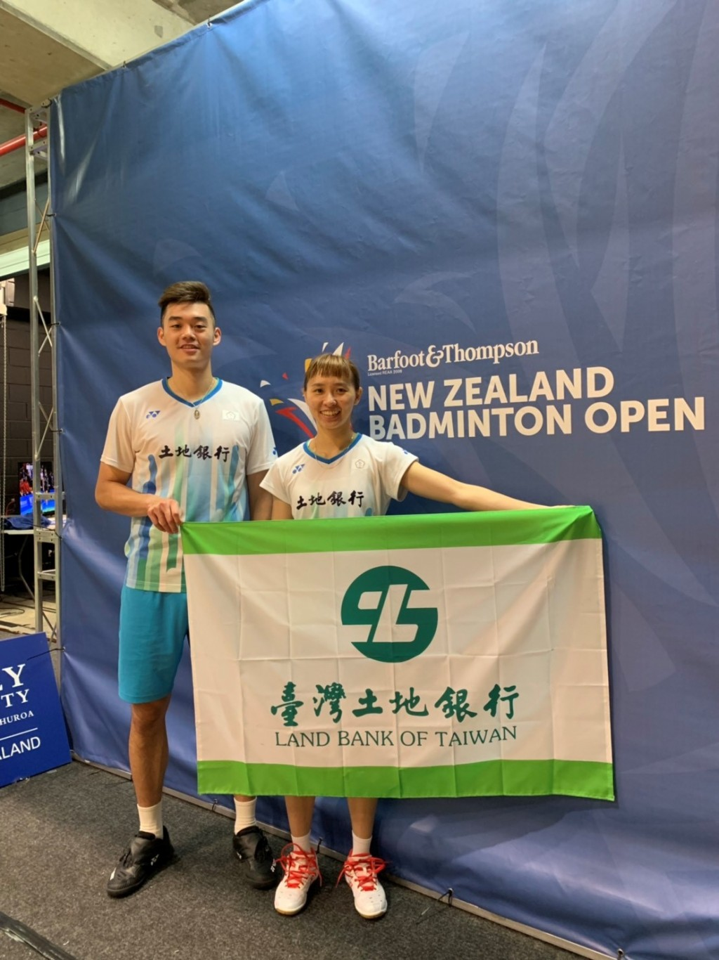 本行羽球隊員王齊麟(左)、程琪雅 (右)參加2019年紐西蘭羽球公開賽(超級300)摘下混合雙打銅牌。(土銀提供)