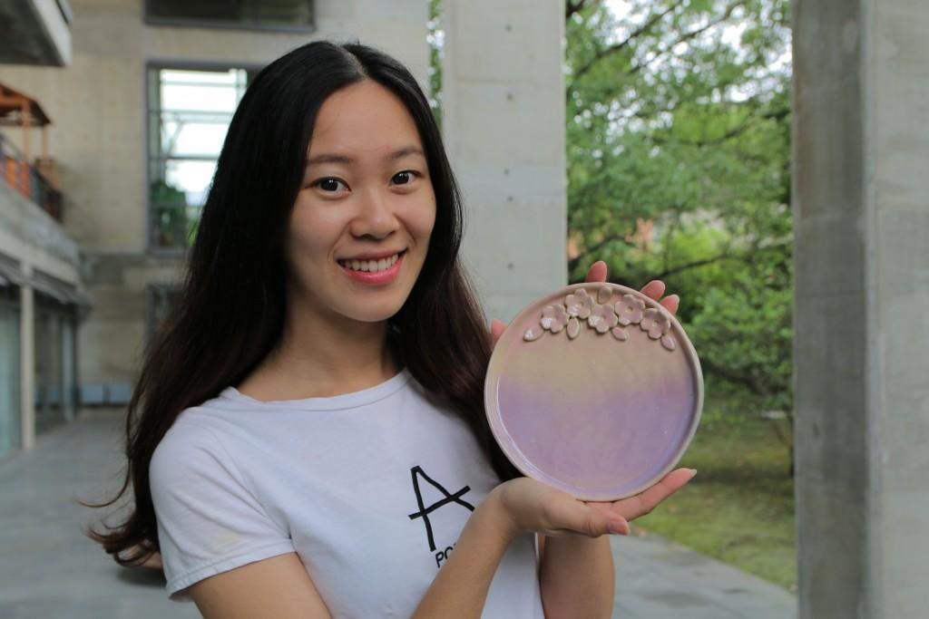 陶博館陶土創作國畫般寫意的「花漾甜點盤」 (新北市政府文化局提供)